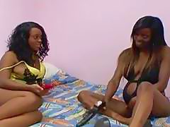 Helpful black lesbian friend sucking pregnant pussy girlfriend opening her hole
